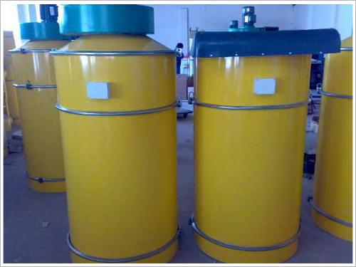 水泥罐仓顶除尘器   水泥罐仓顶除尘器的结构很简单,主要